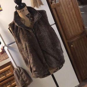 Weatherproof faux fur vest size women's large